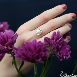 Tepaný prsten Perla - bílá