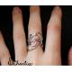 Tepaný prsten s ornamenty